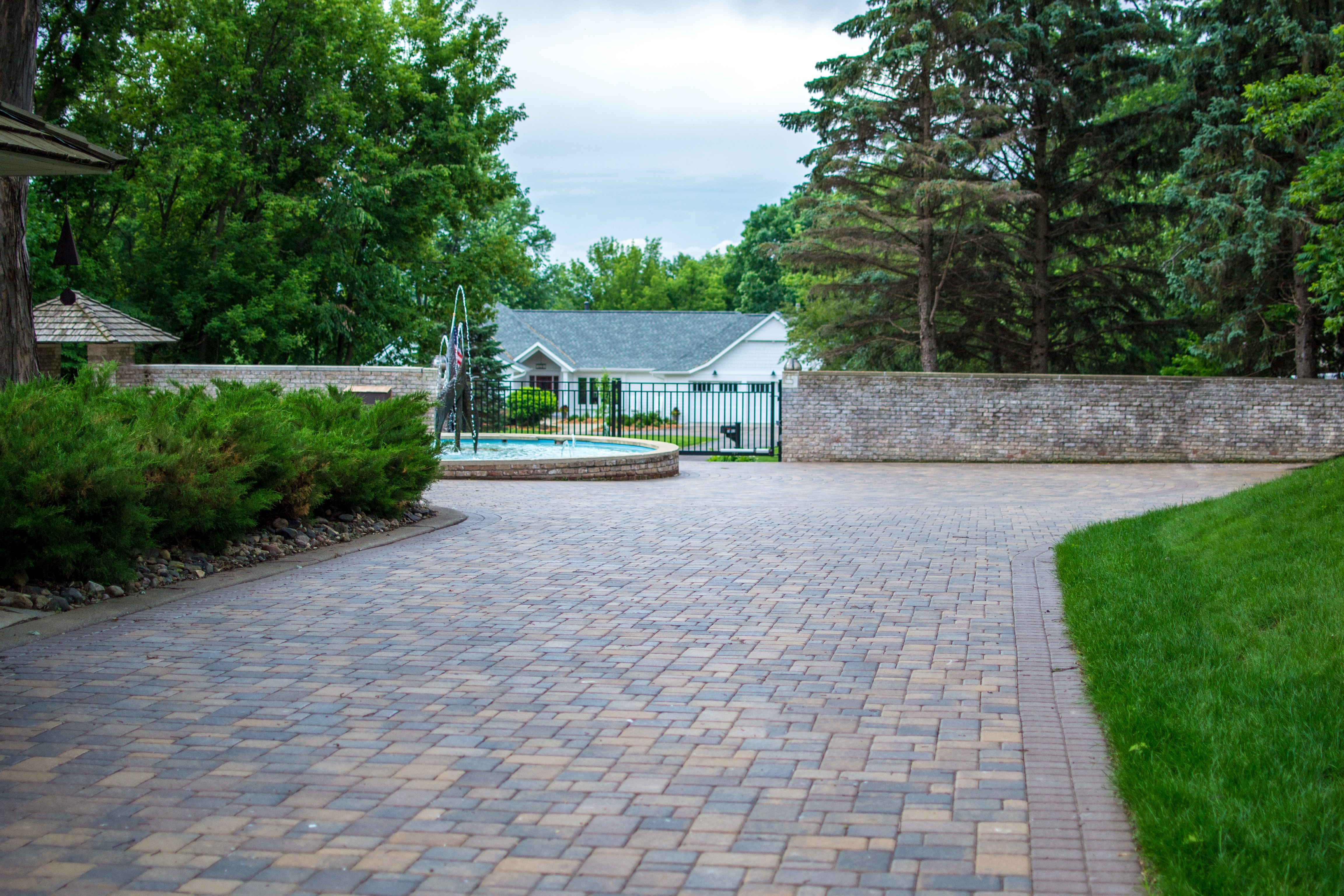 Three-Piece Random Paver Pattern